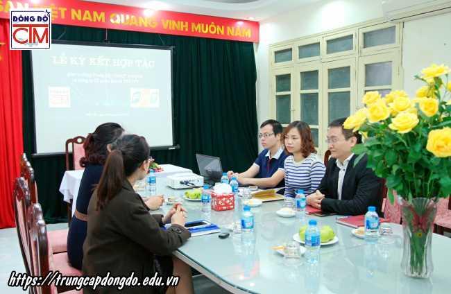 lễ ký kết hợp tác với công ty cổ phần bán lẻ kỹ thuật số FPT ảnh 1 trường Trung cấp Công nghệ và Quản trị Đông Đô