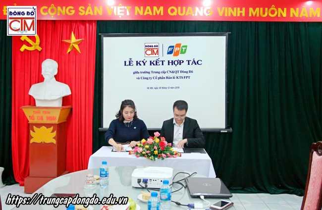 lễ ký kết hợp tác với công ty cổ phần bán lẻ kỹ thuật số FPT ảnh 3 trường Trung cấp Công nghệ và Quản trị Đông Đô