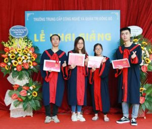 lễ trao bằng tốt nghiệp Trung cấp chính quy đợt 2 năm 2020 ảnh 1 trường Trung cấp Công nghệ và Quản trị Đông Đô
