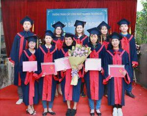 lễ trao bằng tốt nghiệp Trung cấp chính quy đợt 3 năm 2020 ảnh 9 trường Trung cấp Công nghệ và Quản trị Đông Đô